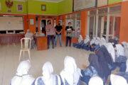 Polsek Kasokandel, Terus Himbau Cegah Covid-19 di Kelulusan Sekolah Terapkan Prokes